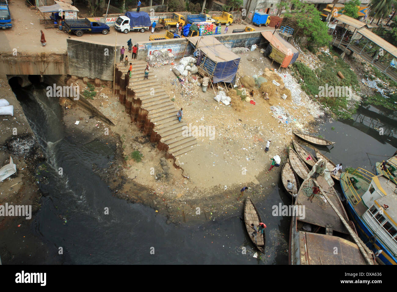 Dhaka 2014. The Buriganga River in Dhaka. Each year the river becomes stagnant from toxic waste from city industries. - Stock Image