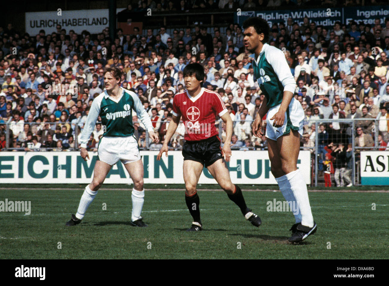 football, Bundesliga, 1983/1984, Ulrich Haberland Stadium, Bayer 04 Leverkusen versus SV Werder Bremen 0:0, scene of the match, f.l.t.r. Thomas Schaaf (Werder), Bum-Kun Cha (Bayer), Rigobert Gruber (Werder) - Stock Image