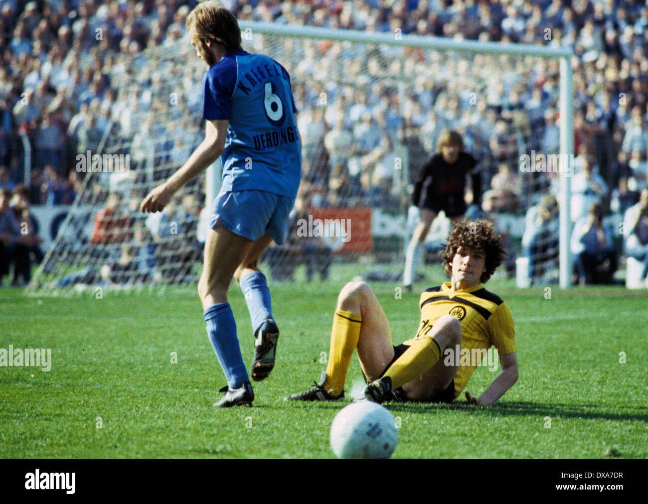 football, Bundesliga, 1983/1984, Grotenburg Stadium, FC Bayer 05 Uerdingen versus Borussia Dortmund 2:1, scene of the match, duel, Werner Buttgereit (Bayer) left and Michael Zorc (BVB) - Stock Image