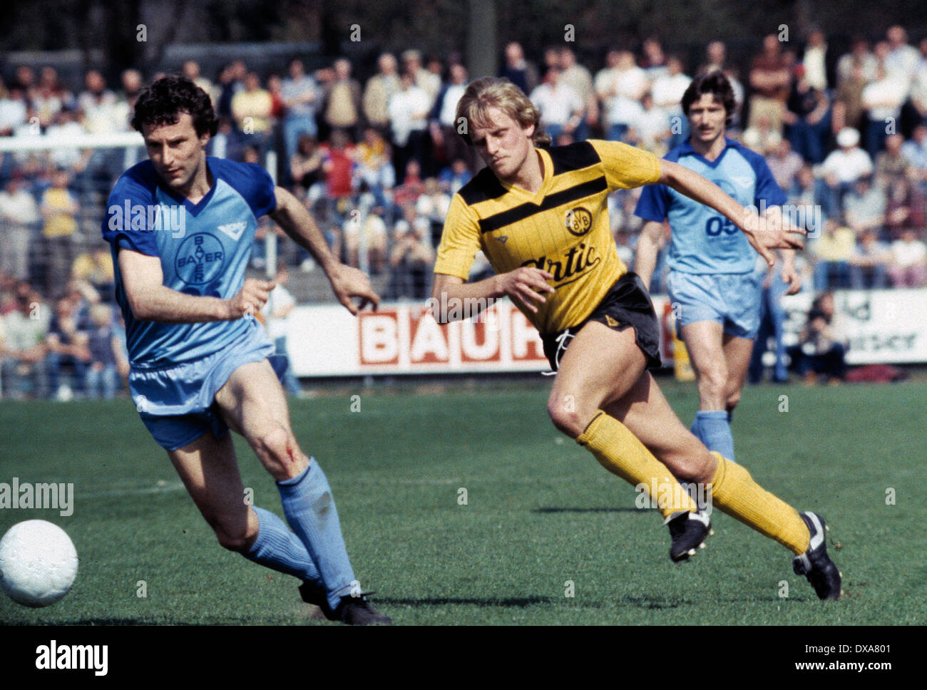 football, Bundesliga, 1983/1984, Grotenburg Stadium, FC Bayer 05 Uerdingen versus Borussia Dortmund 2:1, scene of the match, f.l.t.r. Peter Schwarz (Bayer), Werner Dressel (BVB), Norbert Hofmann (Bayer) - Stock Image