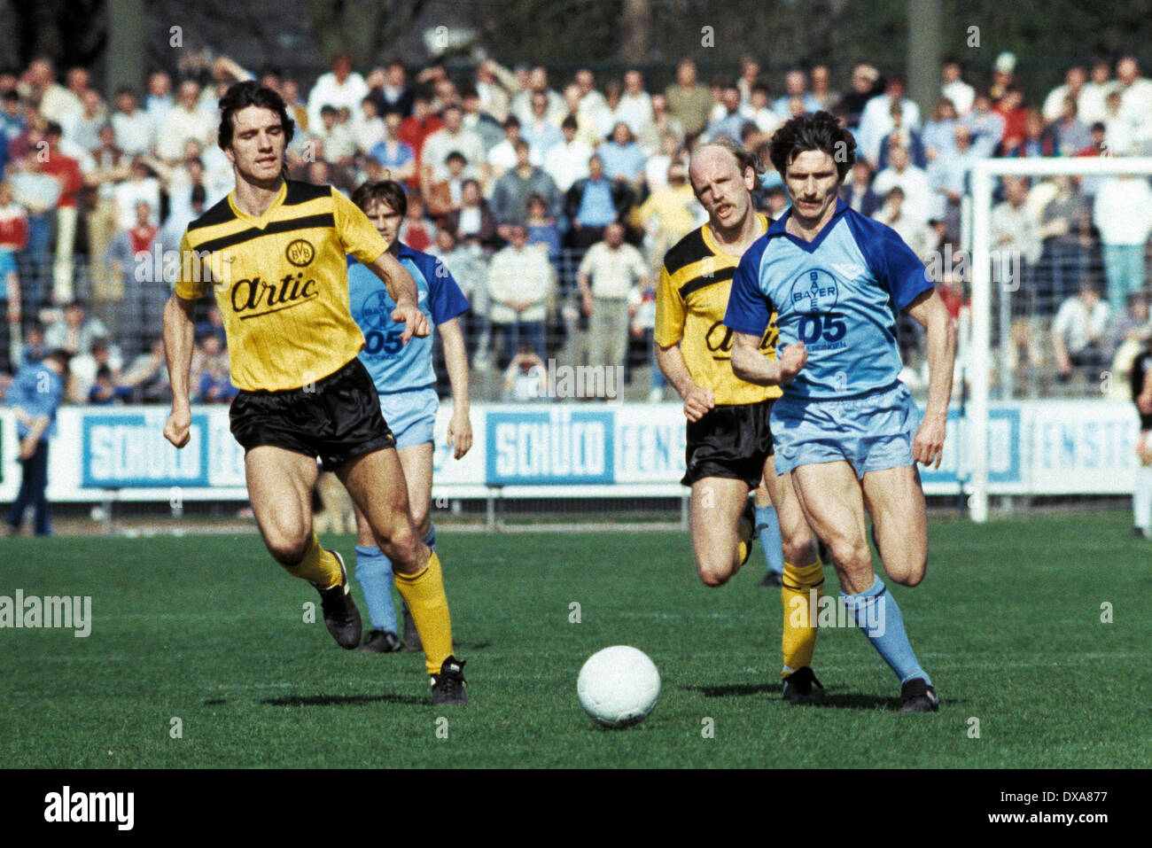 football, Bundesliga, 1983/1984, Grotenburg Stadium, FC Bayer 05 Uerdingen versus Borussia Dortmund 2:1, scene of the match, f.l.t.r. Bernd Klotz (BVB), Wayne Thomas (Bayer), Ulrich Bittcher (BVB), Norbert Hofmann (Bayer) - Stock Image
