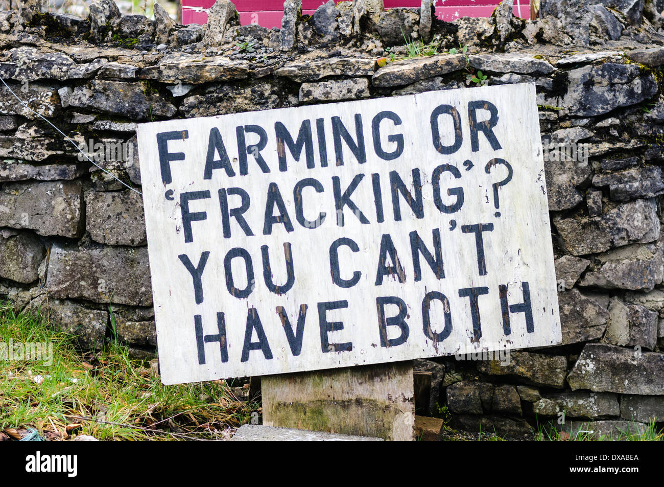 Sign in a rural area protesting against potential fracking saying 'Farming or Fracking? You can't have both.' - Stock Image