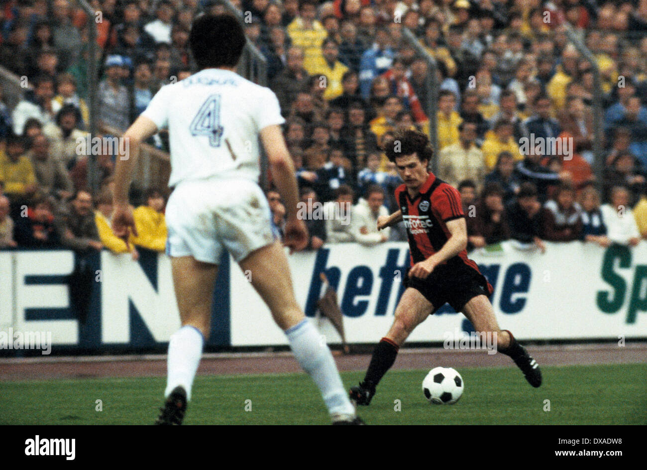football, 1. Bundesliga, 2. Bundesliga, 1983/1984, relegation match to Bundesliga 1984/1985, first leg, Wedau Stadium, MSV Duisburg versus Eintracht Frankfurt 0:5, scene of the match, Ralf Sievers (Frankfurt) in ball possession - Stock Image