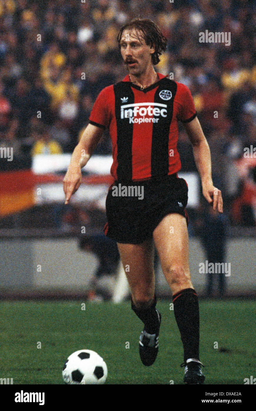 football, 1. Bundesliga, 2. Bundesliga, 1983/1984, relegation match to Bundesliga 1984/1985, first leg, Wedau Stadium, MSV Duisburg versus Eintracht Frankfurt 0:5, scene of the match, Juergen Mohr (Frankfurt) in ball possession - Stock Image