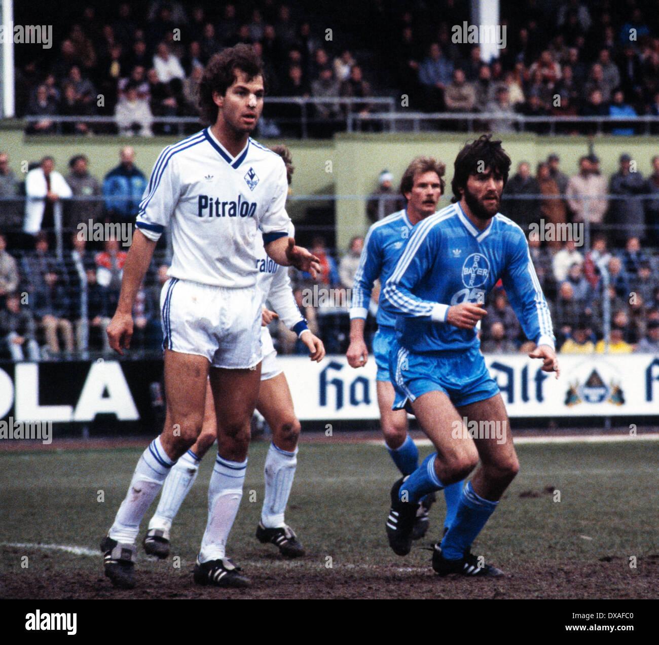 football, Bundesliga, 1984/1985, Grotenburg Stadium, FC Bayer 05 Uerdingen versus SV Waldhof Mannheim 2:2, scene of the match, f.l.t.r. Dieter Schlindwein (SVW), Wolfgang Schaefer (Bayer), Friedhelm Funkel (Bayer) - Stock Image