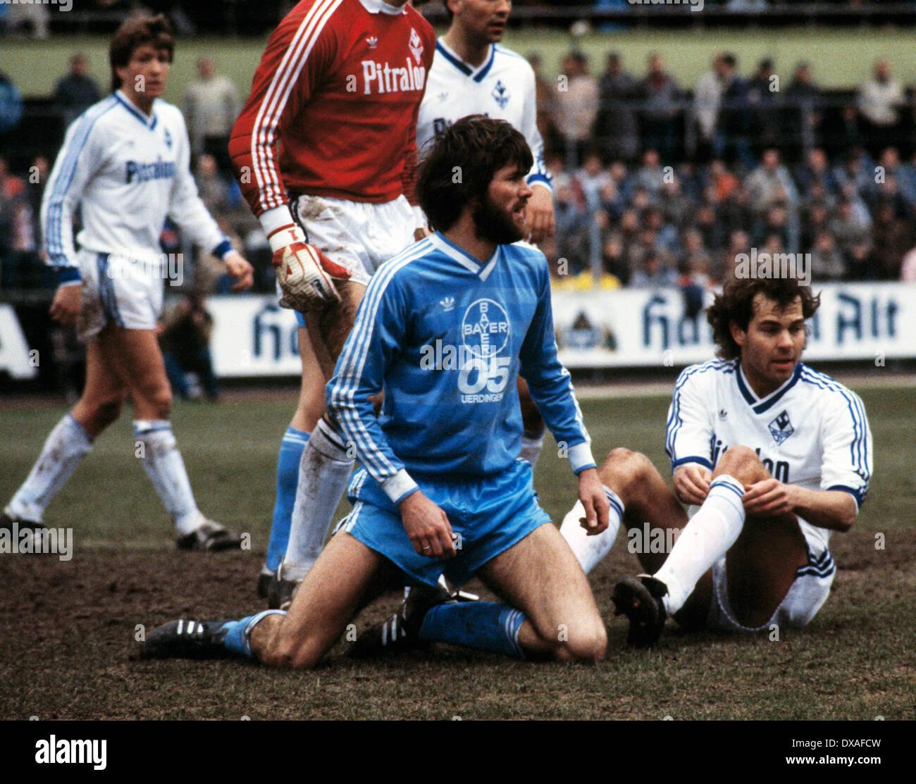football, Bundesliga, 1984/1985, Grotenburg Stadium, FC Bayer 05 Uerdingen versus SV Waldhof Mannheim 2:2, scene of the match, Dieter Schlindwein (SVW) right and Friedhelm Funkel (Bayer) aground - Stock Image