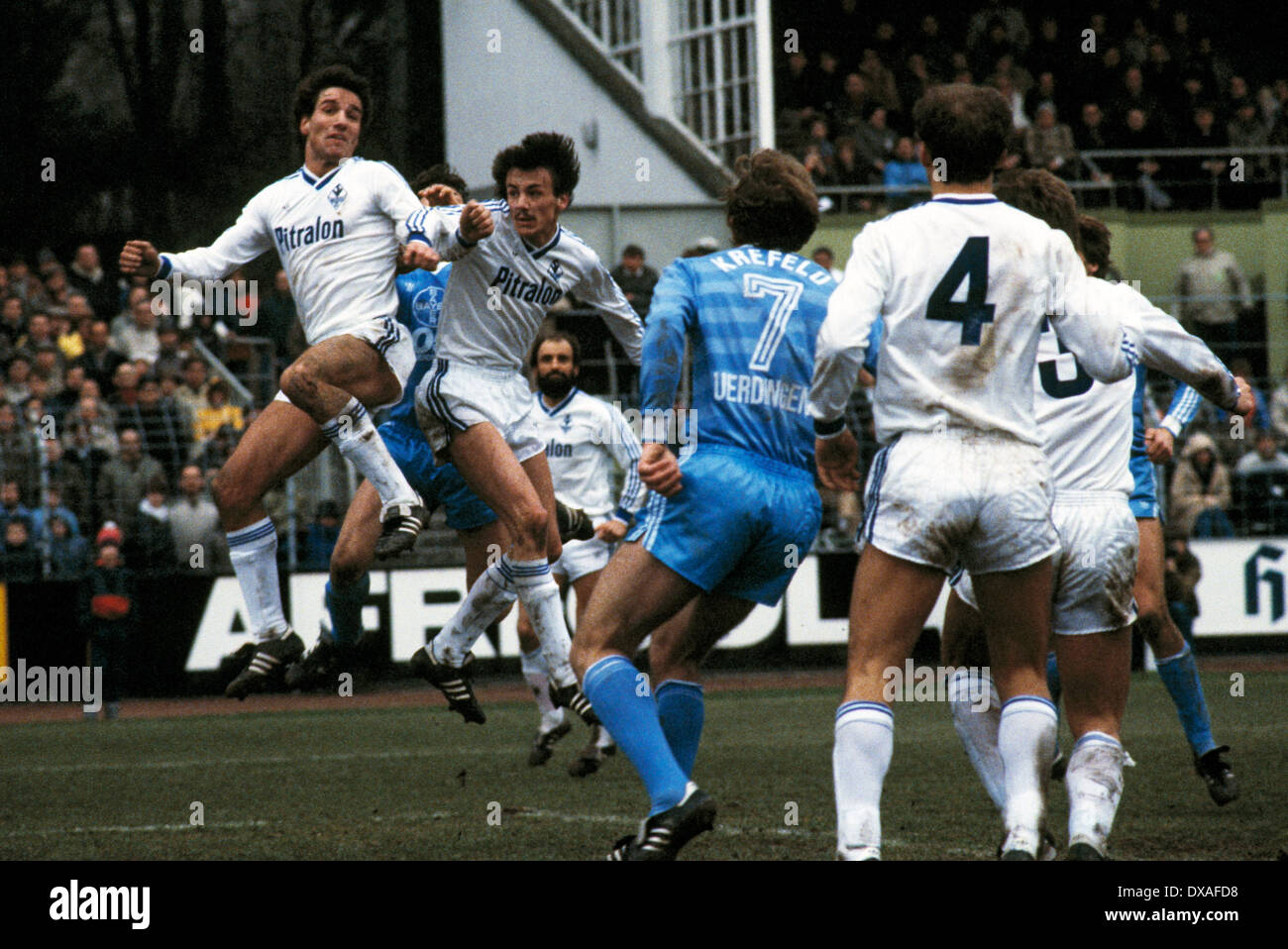 football, Bundesliga, 1984/1985, Grotenburg Stadium, FC Bayer 05 Uerdingen versus SV Waldhof Mannheim 2:2, scene of the match, aerial duel, Bernd Klotz (SVW) left and Juergen Kohler (SVW), behind Rainer Scholz (SVW) - Stock Image