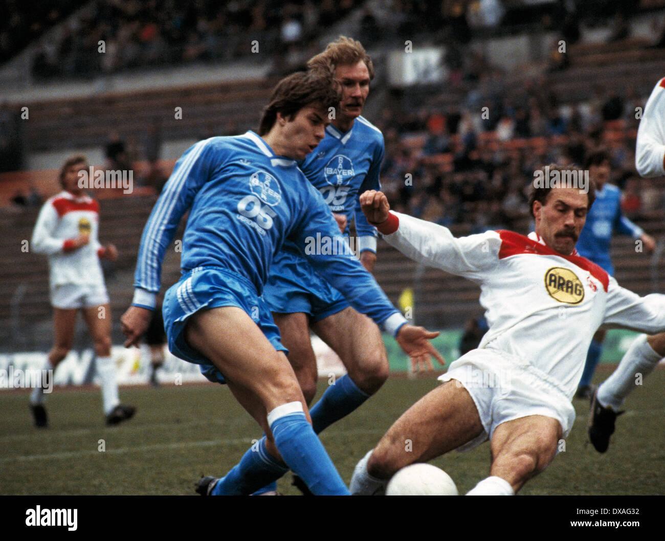 football, Bundesliga, 1984/1985, Rhine Stadium, Fortuna Duesseldorf versus FC Bayer 05 Uerdingen 2:2, scene of the match, duel, tackling, Larus Gudmundsson (Bayer) left and Peter Loehr (Fortuna), behind Wolfgang Schaefer (Bayer) - Stock Image