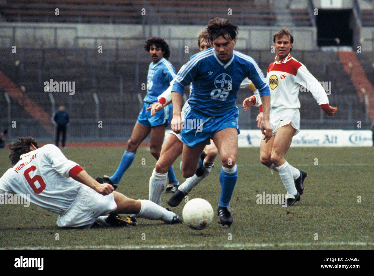 football, Bundesliga, 1984/1985, Rhine Stadium, Fortuna Duesseldorf versus FC Bayer 05 Uerdingen 2:2, scene of the match, duel of Wayne Thomas (Bayer) against an opposing player, behind Karl-Heinz Woehrlin (Bayer) left and Hans Holmquist (Fortuna) - Stock Image