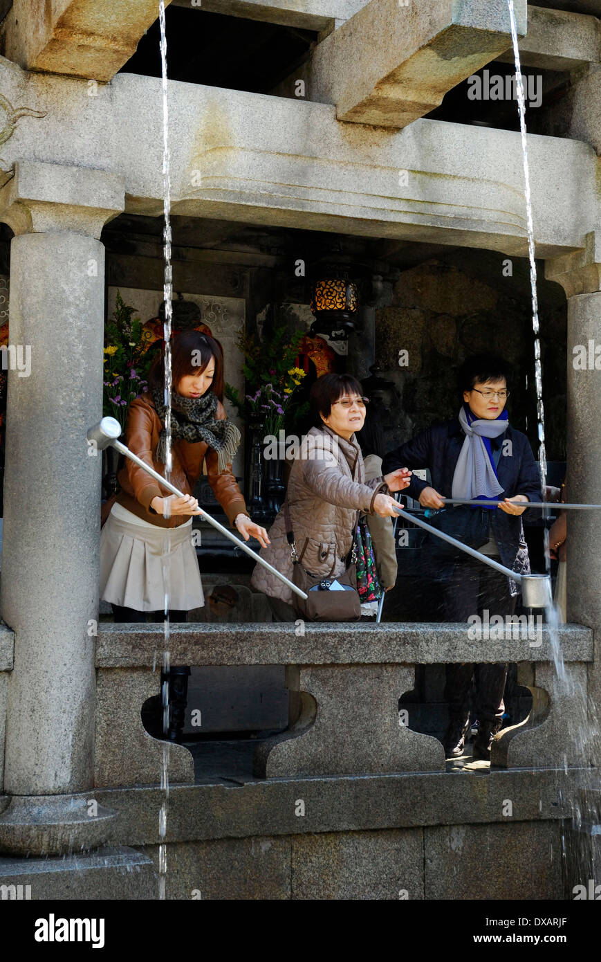 Visitors with ladles, Kyoto - Stock Image