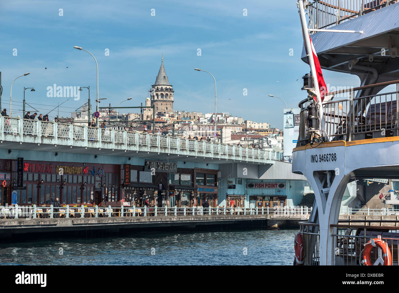 View from Eminonu across the Golden Horn to the Galata bridge with Galata tower and Beyoglu on the Istanbul skyline, Turkey. - Stock Image
