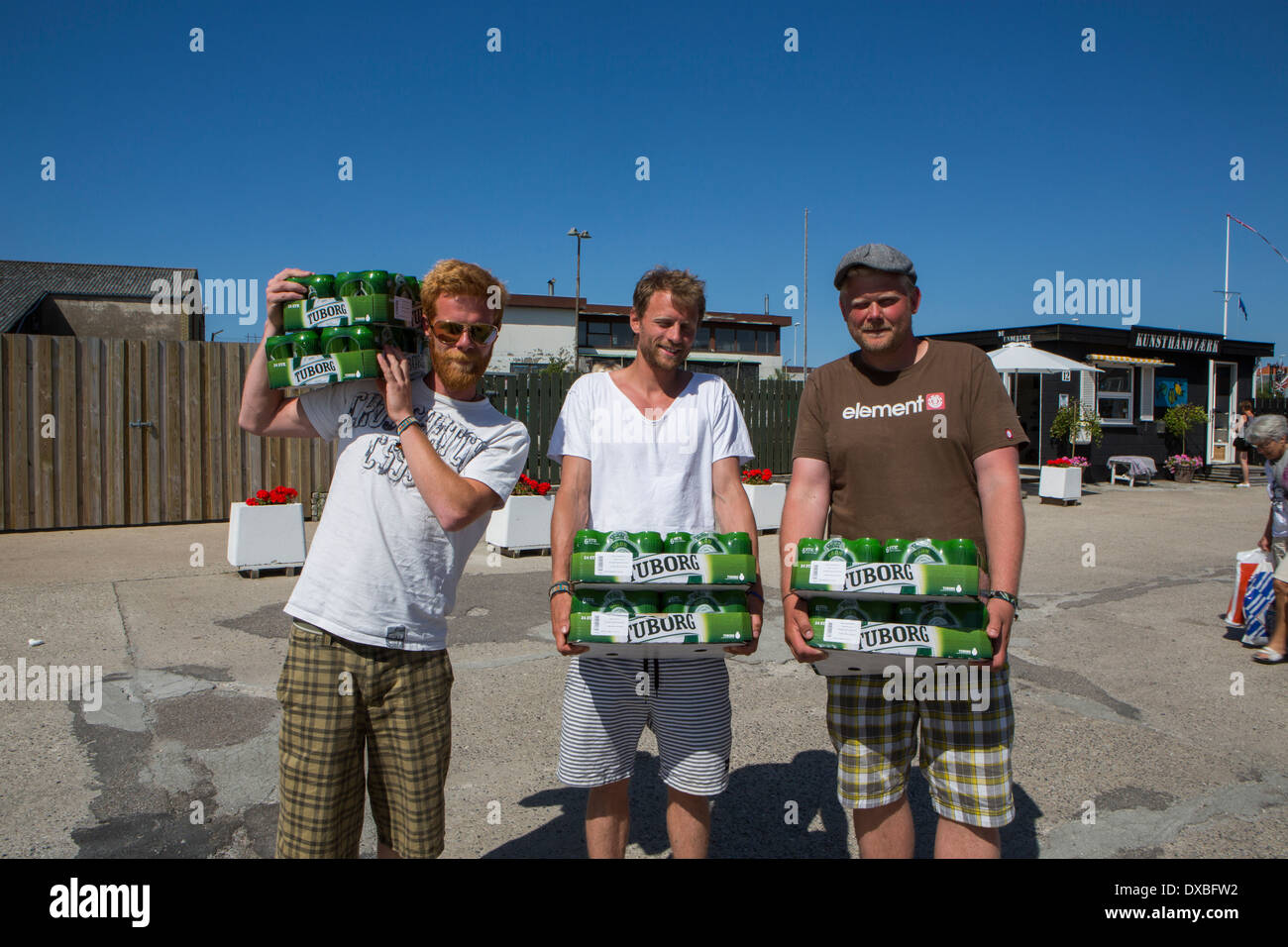 Youths with beer on the way to a party - Stock Image
