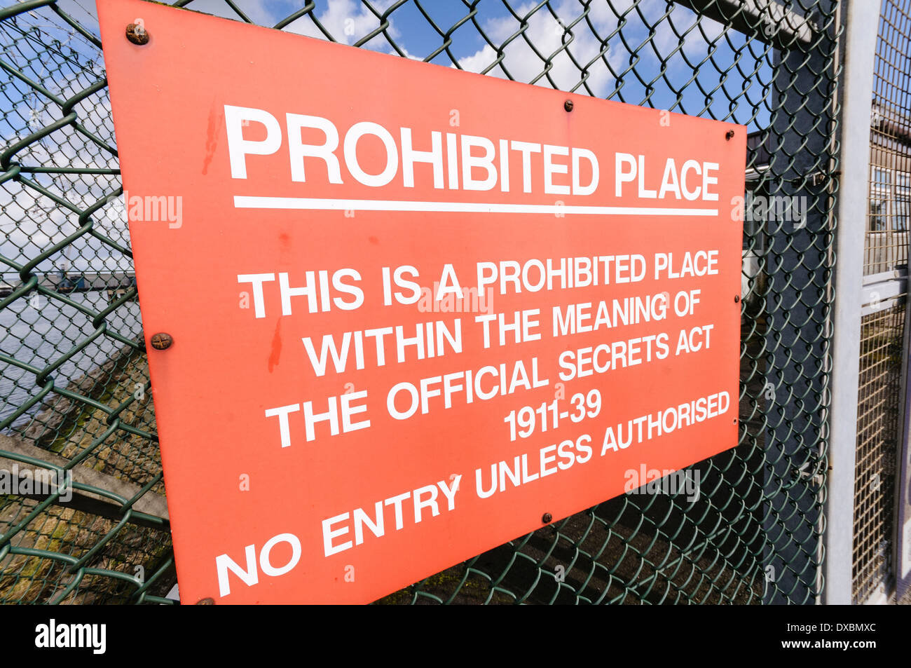 Sign advising visitors that a site is a prohibited place within the meaning of The Official Secrets Act 1911-49. - Stock Image