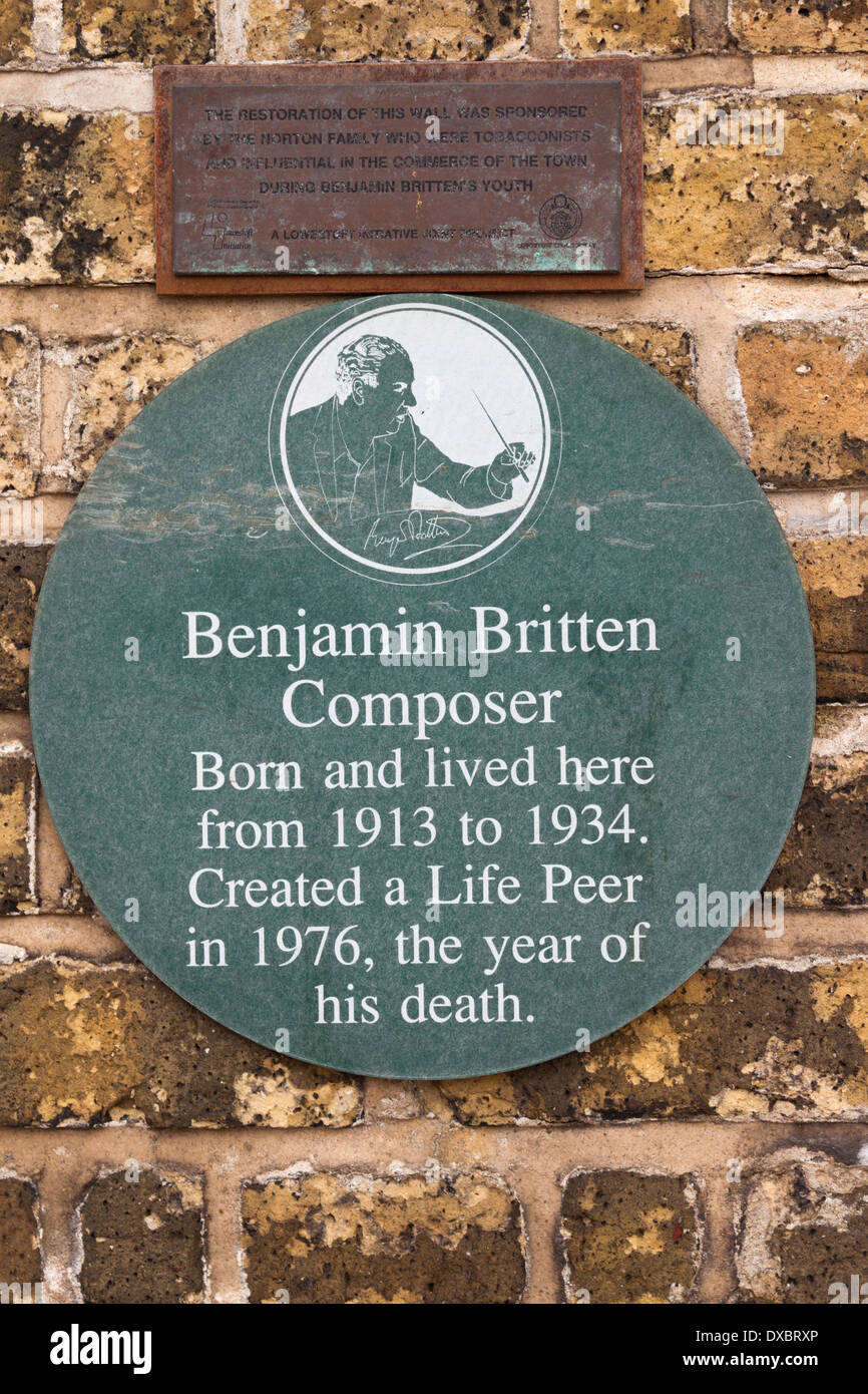 Plaque outside Britten House Lowestoft Suffolk birthplace of British Composer Benjamin Britten born 22nd November 1913 - Stock Image