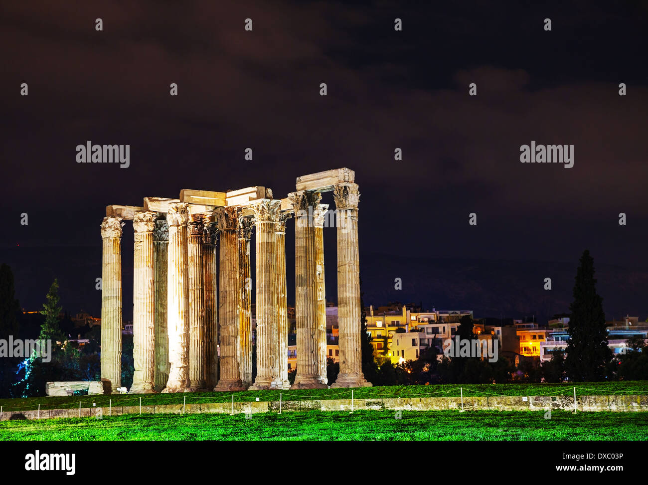 Temple of Olympian Zeus in Athens in the night - Stock Image