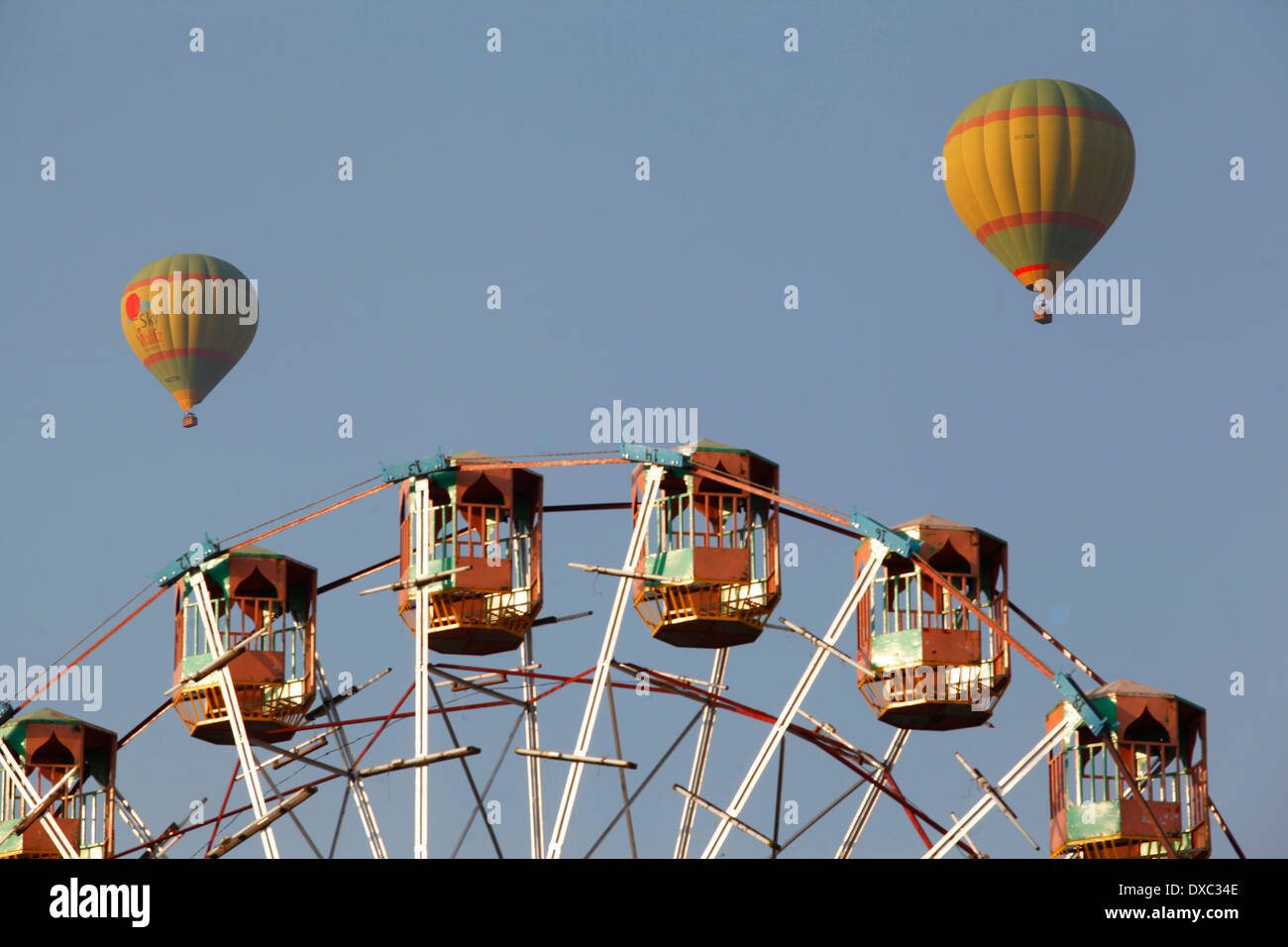 Hot air balloon in the sky duing the 'Pushkar Camel Fair'. Rajasthan, India. - Stock Image