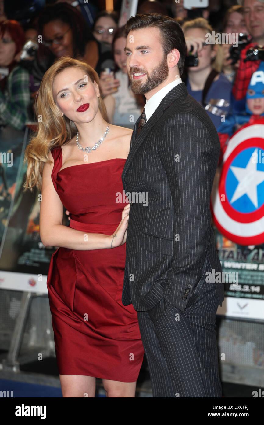Chris Evans And Scarlett Johansson Arriving At The Captain America Stock Photo Alamy