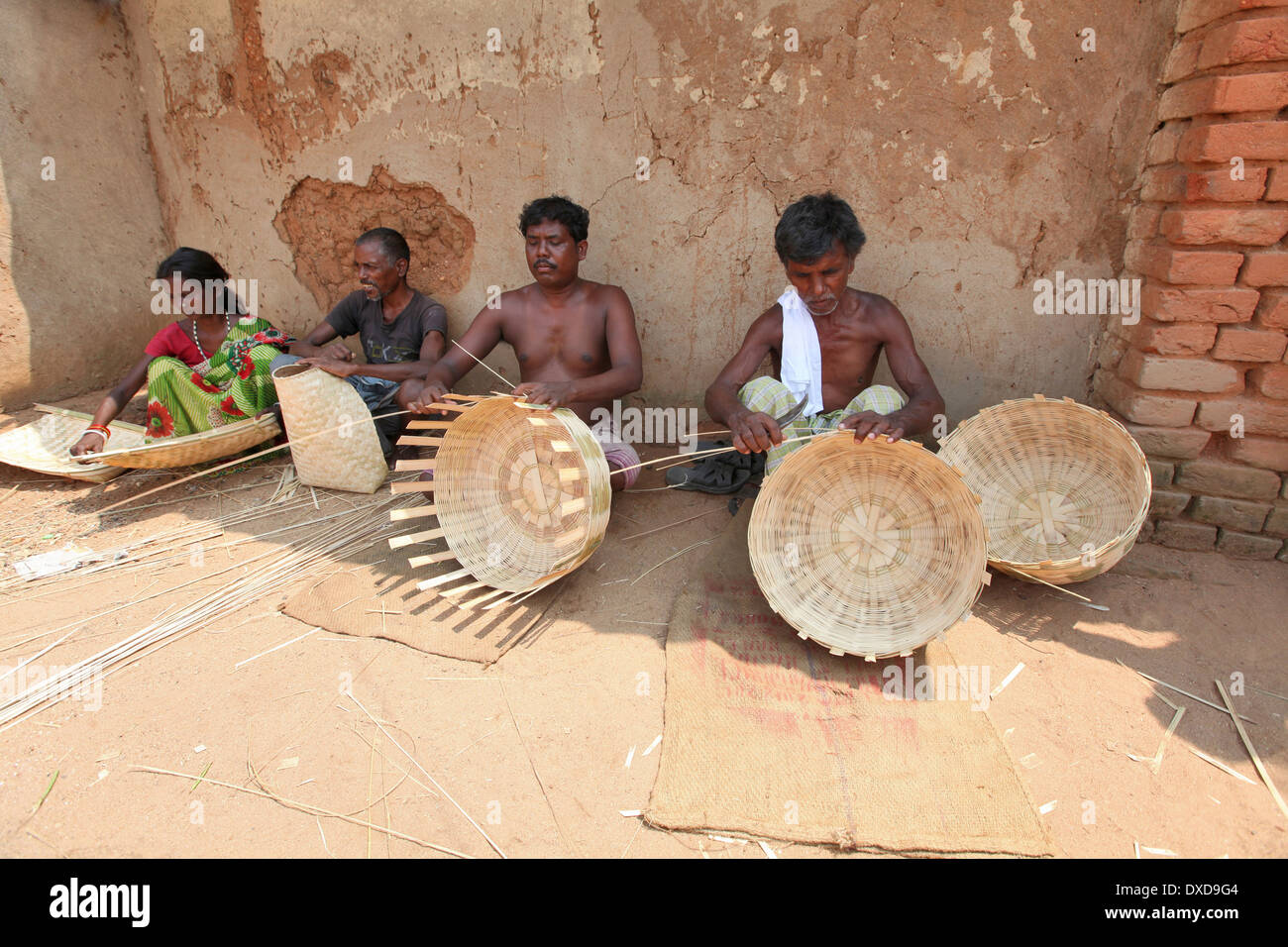 Tribal artisans making baskets with dry bamboo strips. Uraov tribe. Baludih village, Bokaro district, Jharkhand, India - Stock Image