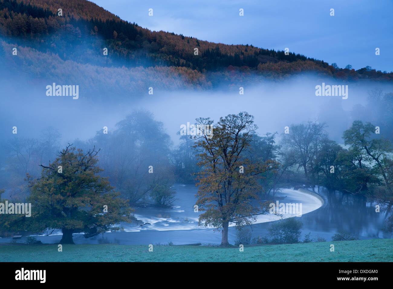 autumn colours and mist in the Dee Valley (Dyffryn Dyfrdwy) at Horseshoe Falls near Llangollen, Denbighshire, Wales - Stock Image
