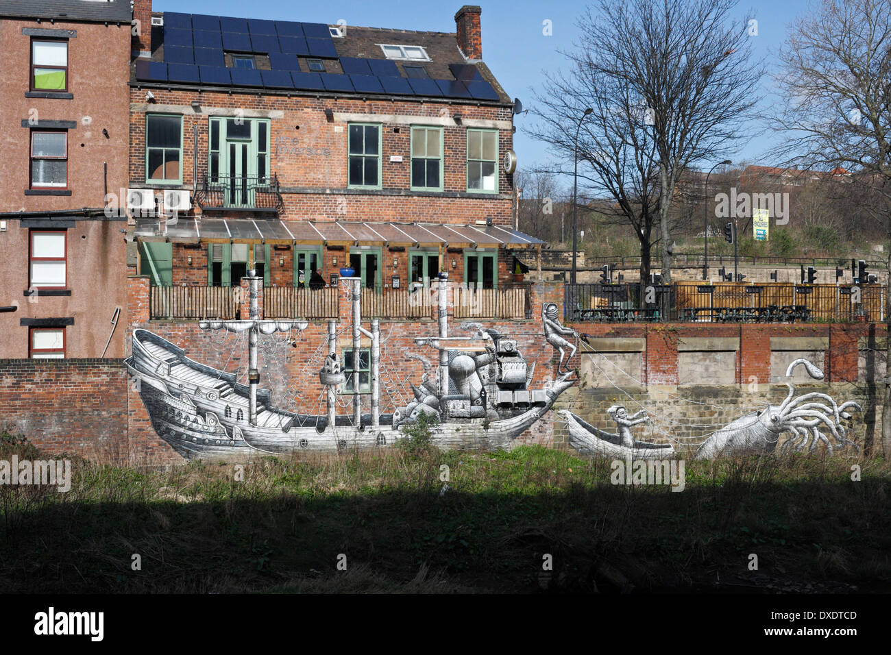 Artwork by Phlegm on the wall of the Riverside Pub and River Don Sheffield - Stock Image