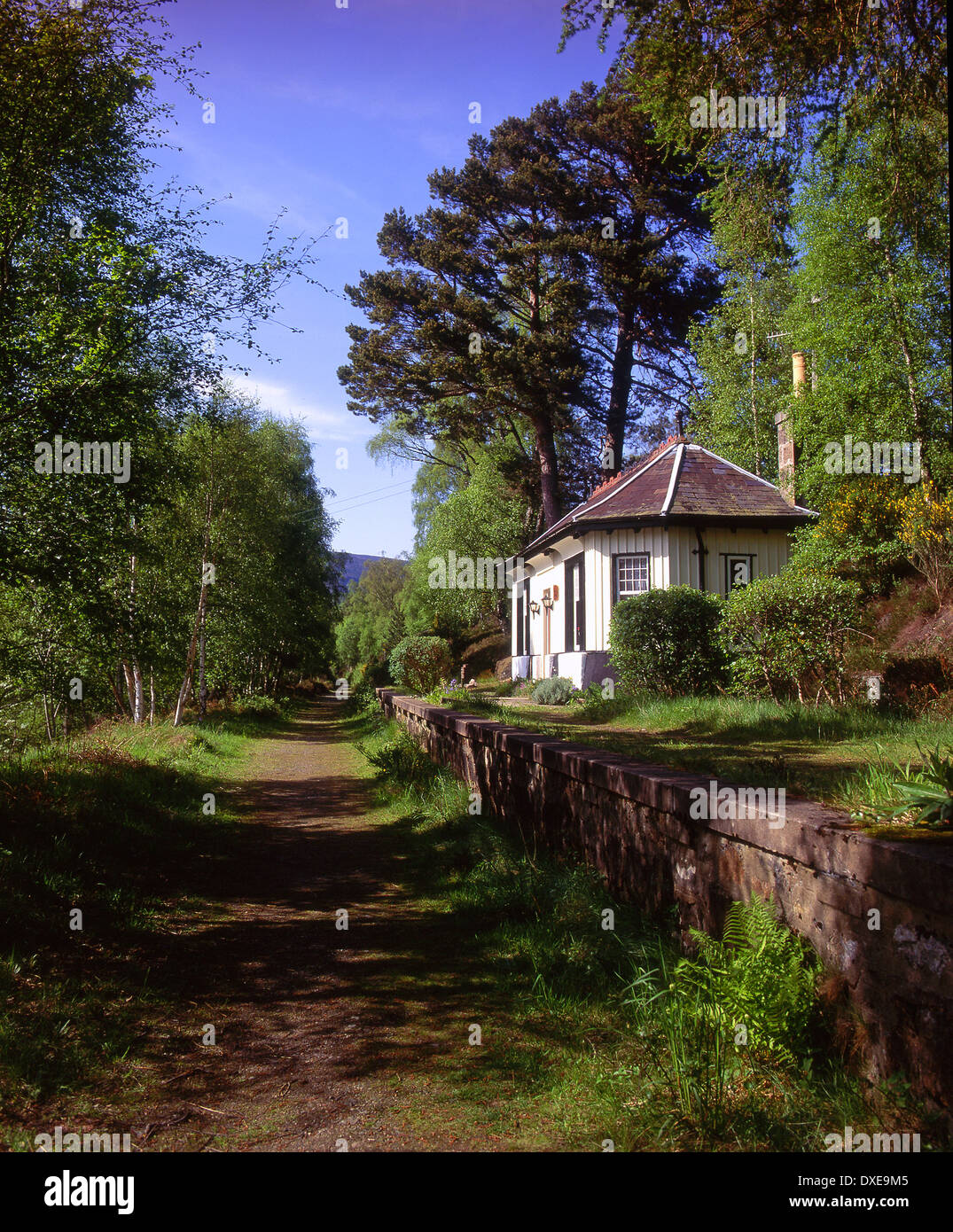The old station platform and station at Cambus O May in royal Deeside near Ballater. - Stock Image