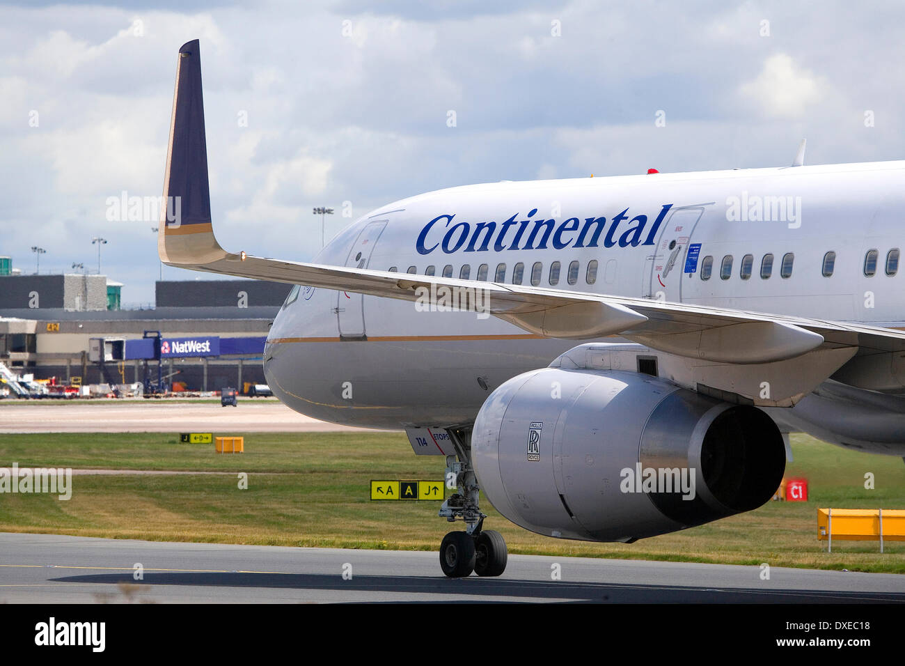 A Continental airlines boeing757 taxi-ing at Manchester airport after landing. - Stock Image