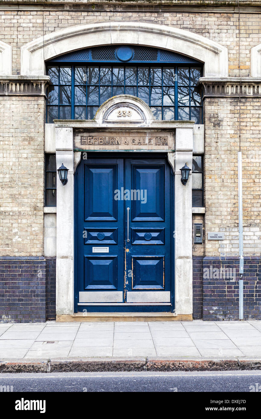 Hepburn and Gale Ltd - Exterior of building with blue doors in Long Lane, London, SE1 - Stock Image
