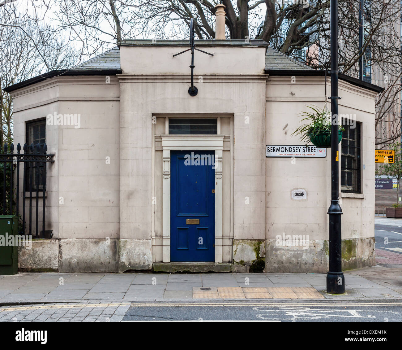 Old stone building with blue door at Corner of Bermondsey Street, London SE1 - Stock Image