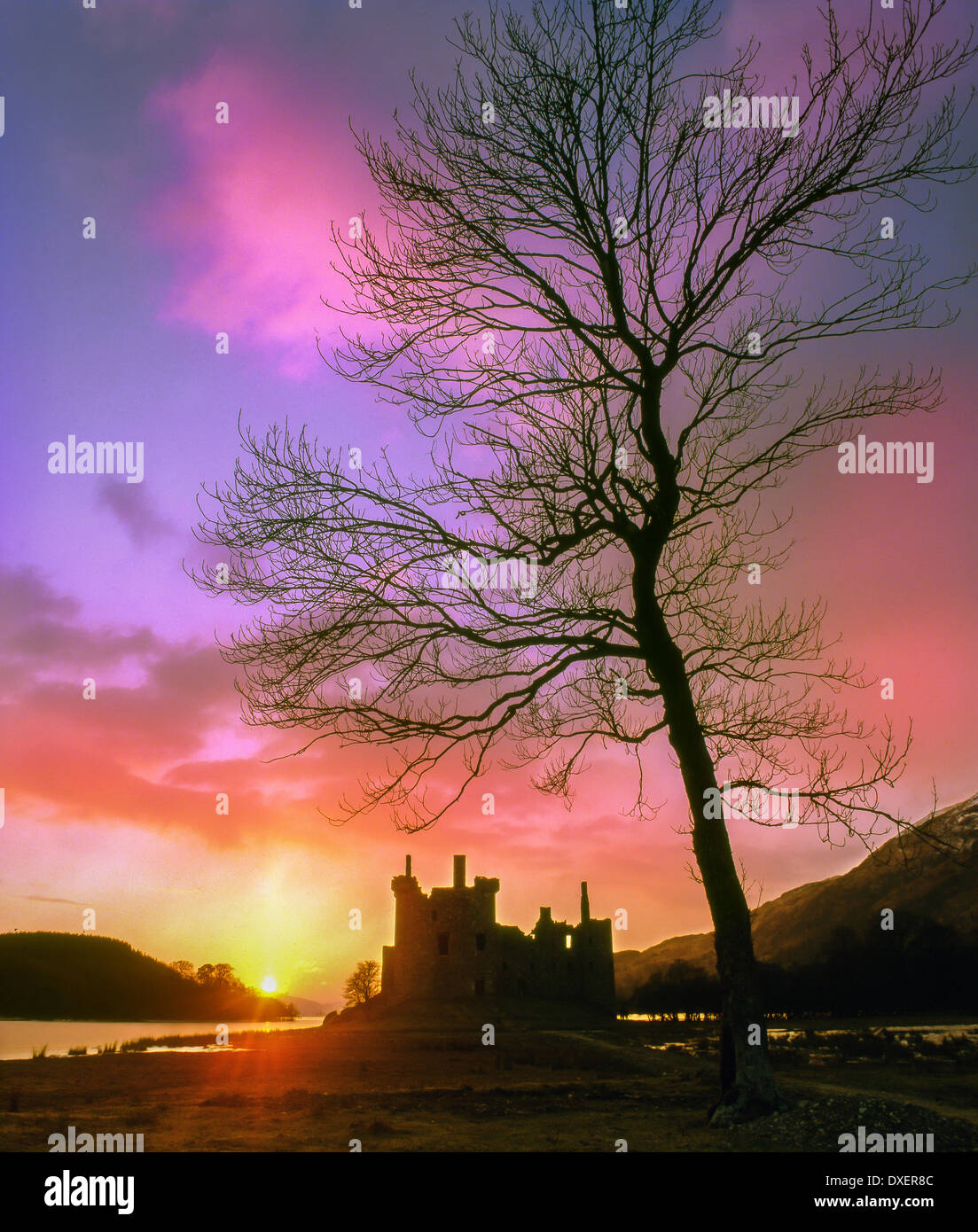 Sunset over the ruins of Kilchurn Castle, Loch Awe, Argyll - Stock Image