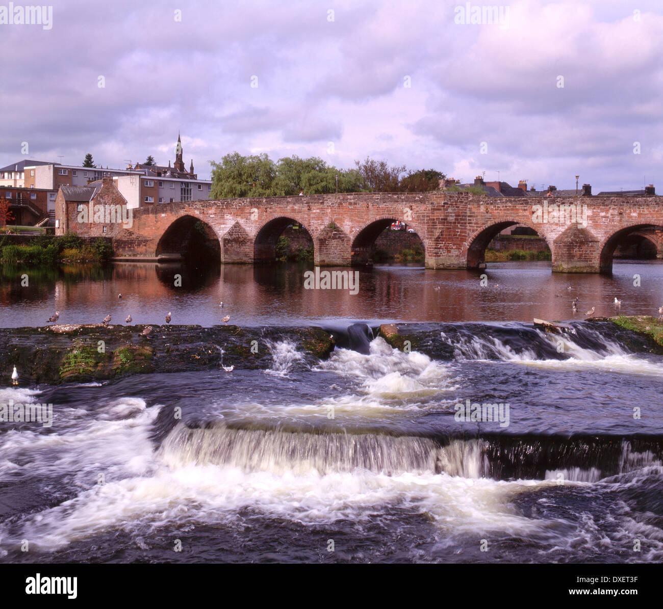 The River Nithe and the old bridge in Dumfries, Dumfrieshire. - Stock Image
