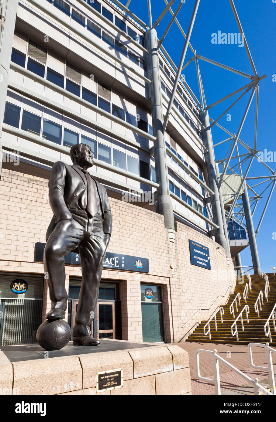 Bronze statue of Sir Bobby Robson outside St James' Park  home of Newcastle United Football club newcastle upon - Stock Image