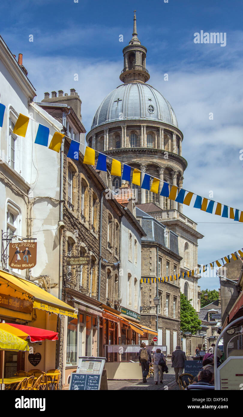 The Basilique Notre-Dame in the coastal town of Boulogne-sur-Mer in the Nord Pas-de-Calais region of France. - Stock Image