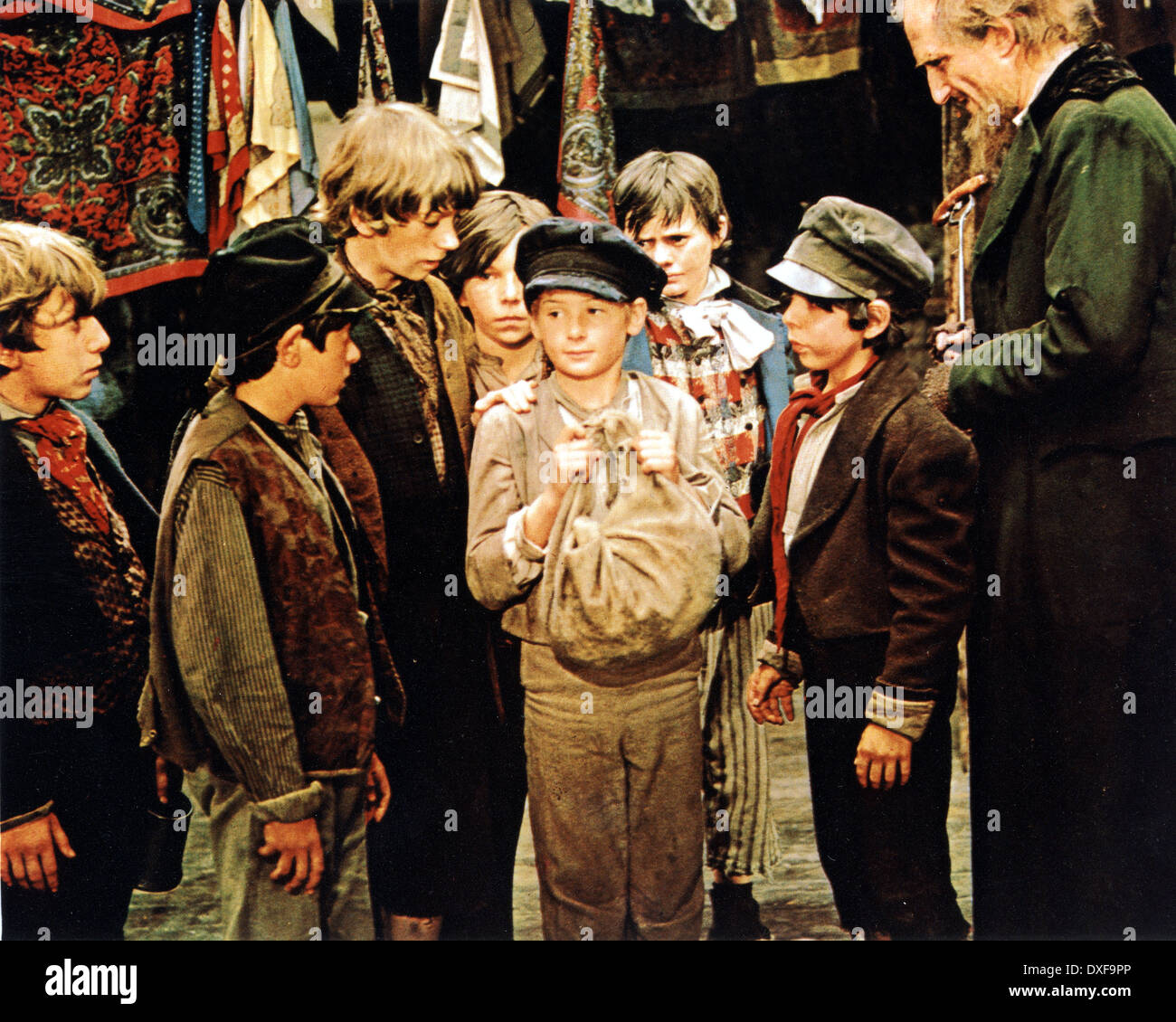 OLIVER ! 1968 Columbia Pictures film with Mark Lester as Oliver and Ron Moody at right as Fagin - Stock Image