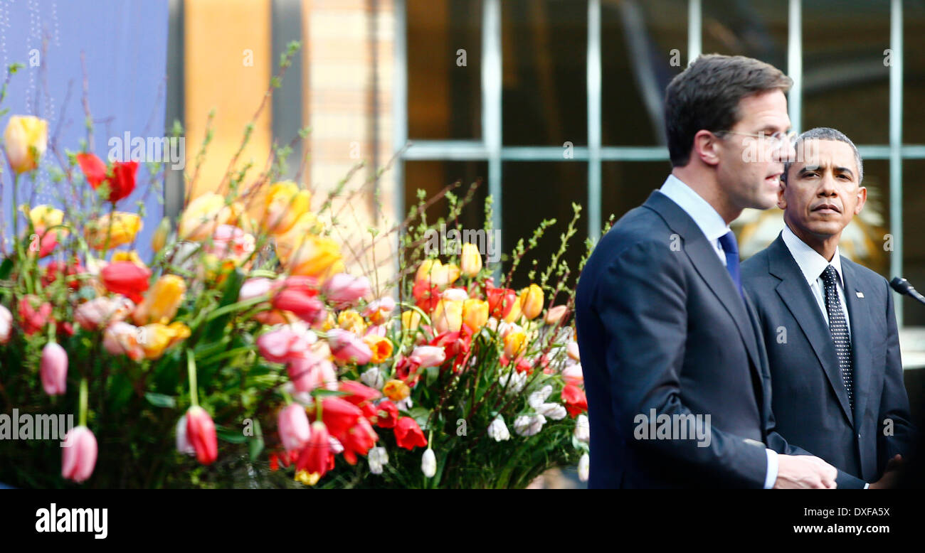 Maurits Hendriks Netherlands Prime Minister Mark Rutte L: Nuclear Security Summit Hague 25th Stock Photos & Nuclear
