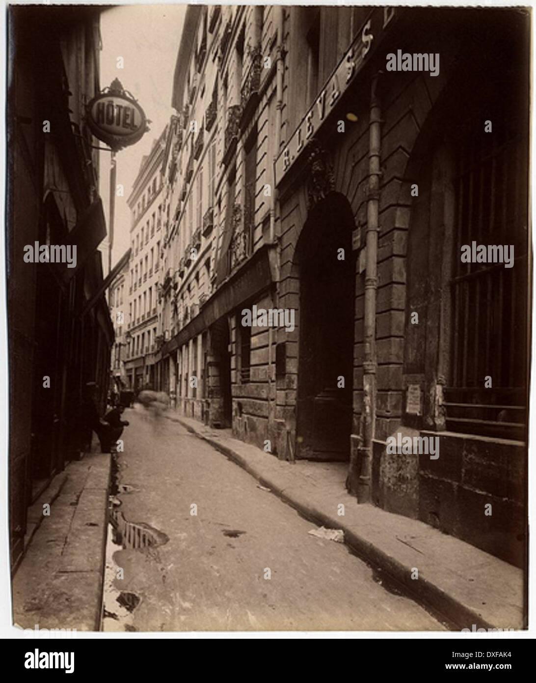 Le Rue Quincampoix - Vue prise de la Rue des Lombards (4e) Le Rue Quincampoix - Vue prise de la Rue des Lombards (4e) - Stock Image