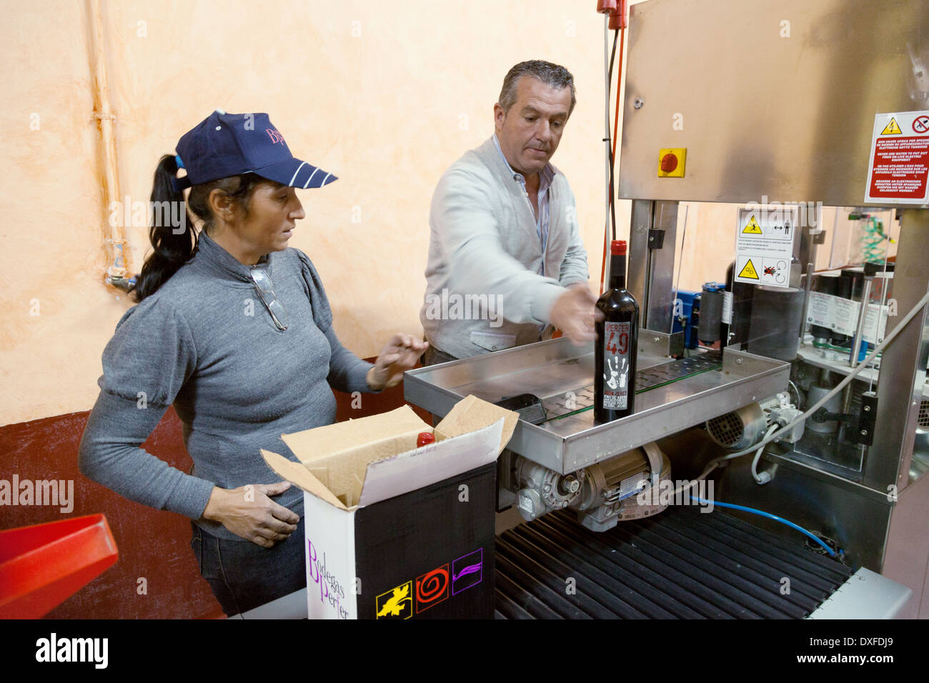 Spanish wine production line - labelling and boxing of wine bottles, Perfer Vineyard, Almeria, Andalusia, Spain Europe - Stock Image