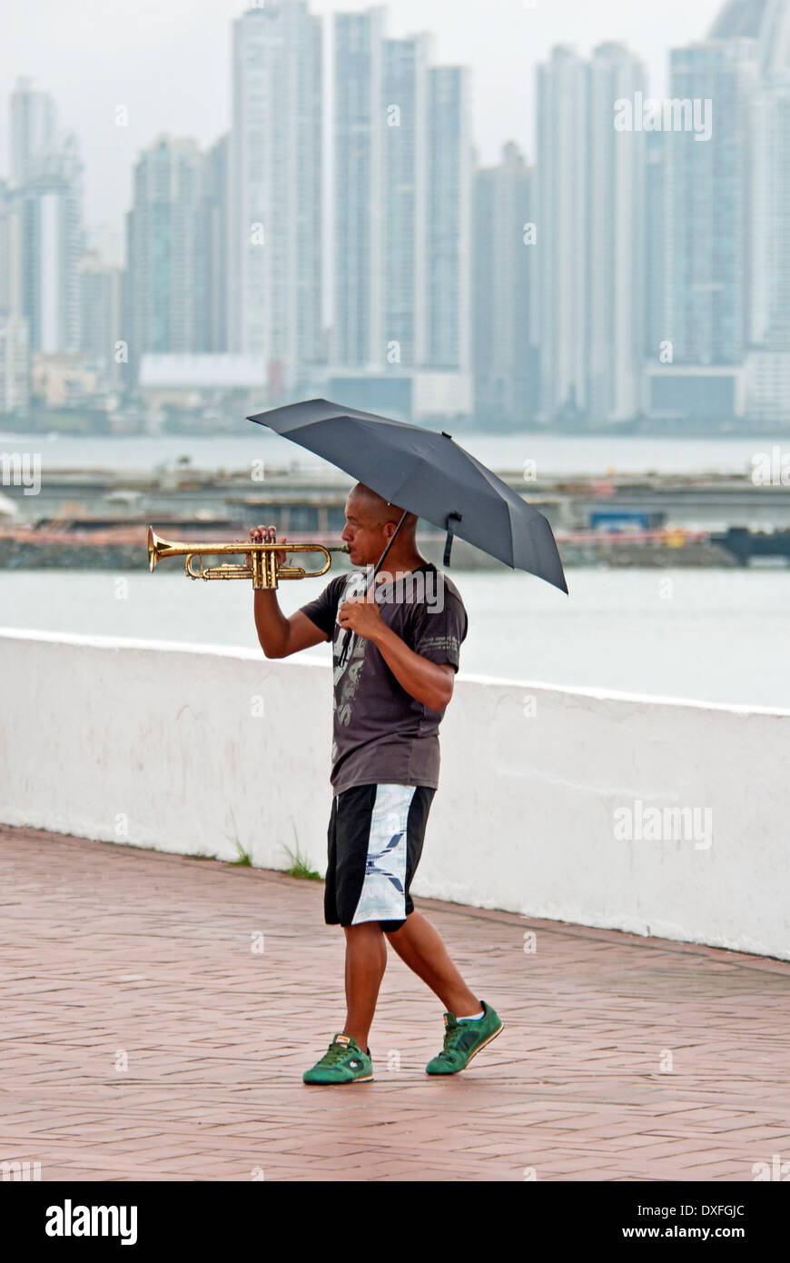 Street musician entertaining passers-by in Casco Viejo area of Panama City - Stock Image