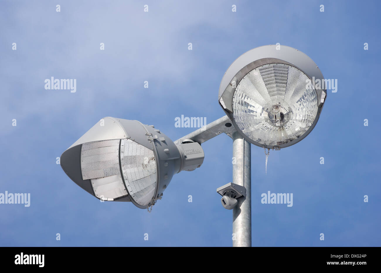 Pole-mounted outdoor light fixtures - Stock Image