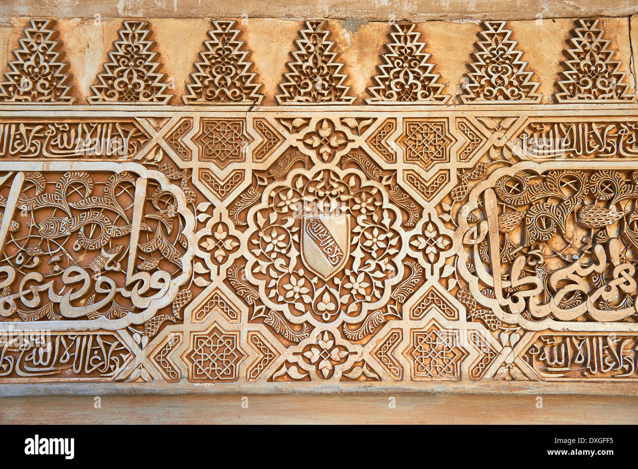 Moorish architectural sculpted plasterwork of the Palacios Nazaries, Alhambra. Granada, Andalusia, Spain. - Stock Image
