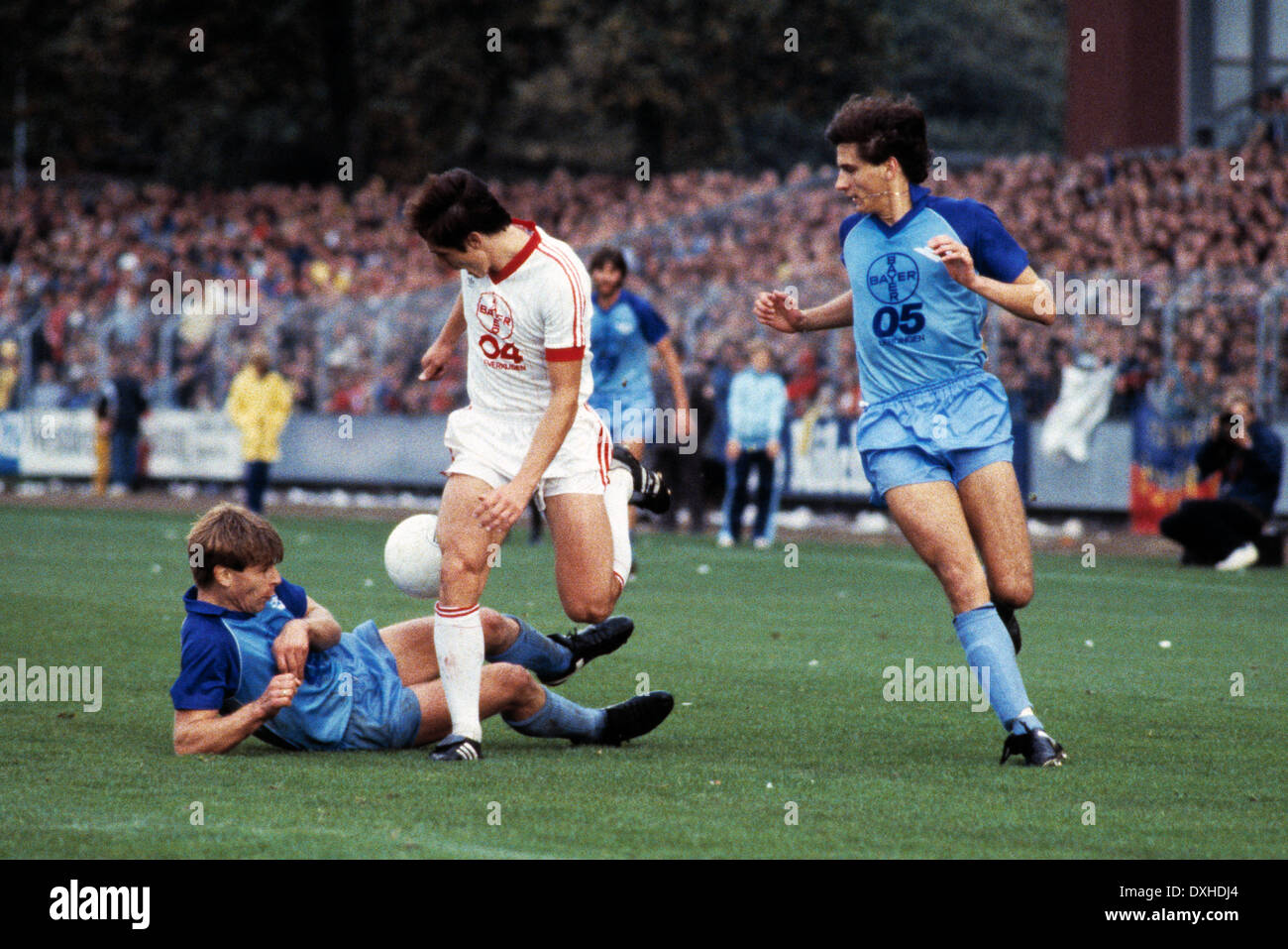 football, Bundesliga, 1983/1984, Grotenburg Stadium, FC Bayer 05 Uerdingen versus Bayer 04 Leverkusen 2:1, scene of the match, f.l.t.r. Norbert Brinkmann (Uerdingen), Rudolf Wojtowicz (Leverkusen), Sascha Jusufi (Uerdingen) - Stock Image