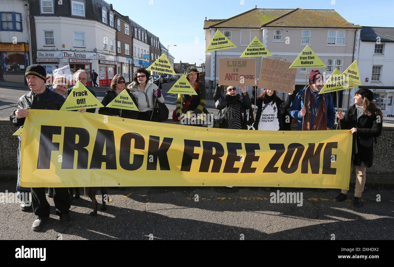 Anti Fracking protesters outside Brighton Magistrates Court for Green MP Caroline Lucas's trial. - Stock Image