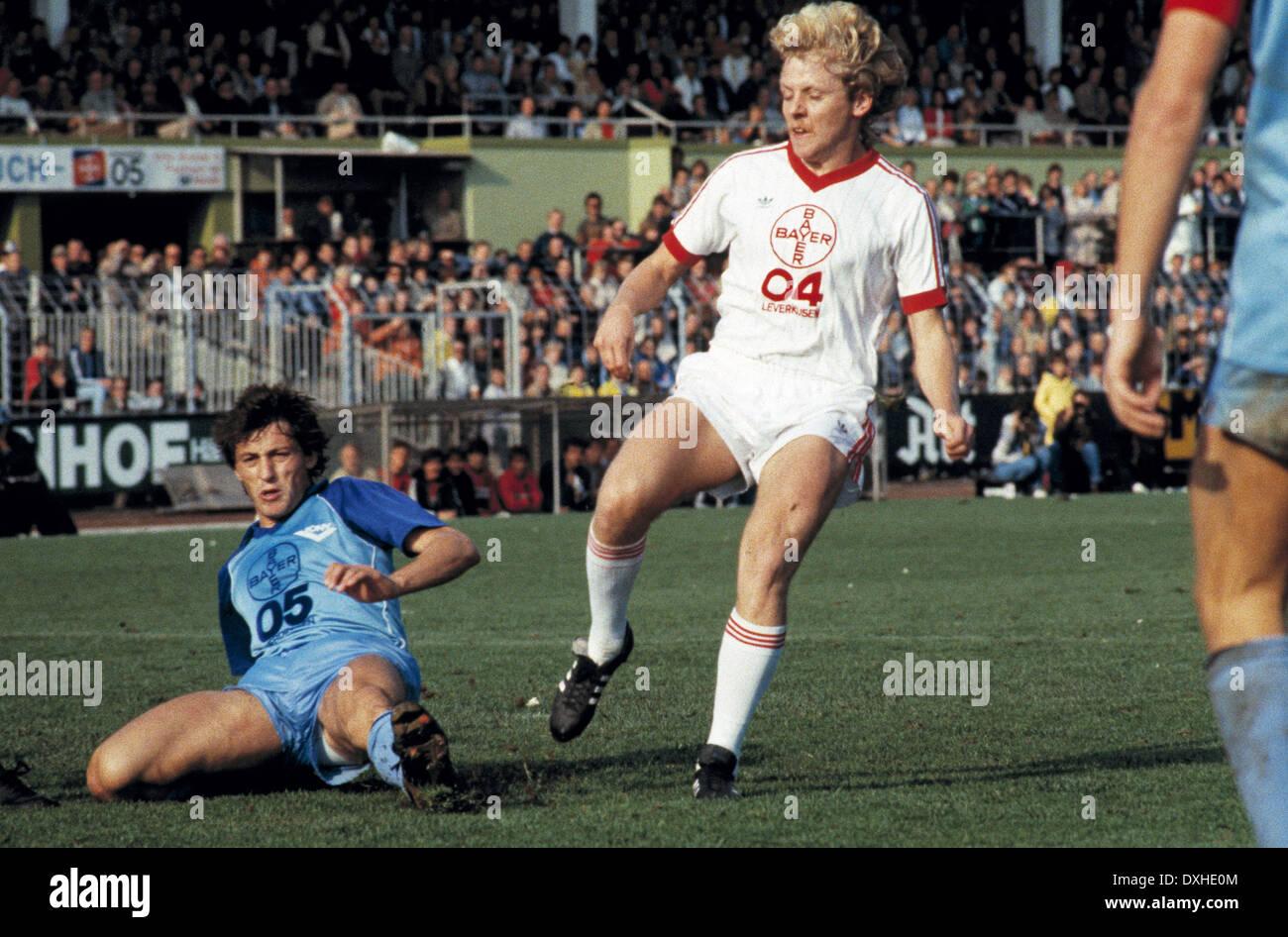 football, Bundesliga, 1983/1984, Grotenburg Stadium, FC Bayer 05 Uerdingen versus Bayer 04 Leverkusen 2:1, scene of the match, Franz Raschid (Uerdingen) left and Wolfgang Voege (Leverkusen) - Stock Image