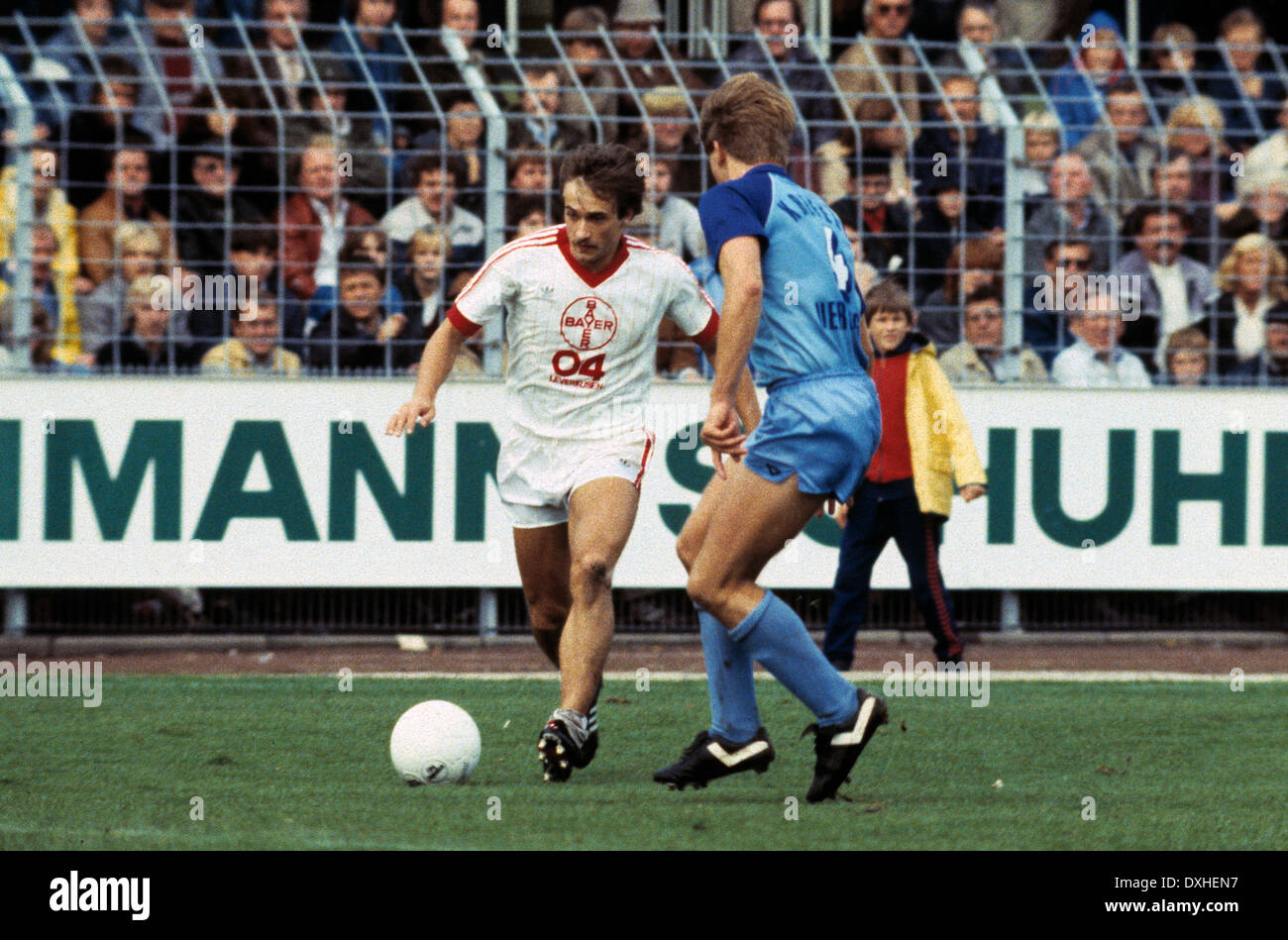 football, Bundesliga, 1983/1984, Grotenburg Stadium, FC Bayer 05 Uerdingen versus Bayer 04 Leverkusen 2:1, scene of the match, Helmut Winklhofer (Leverkusen) left and Norbert Brinkmann (Uerdingen) - Stock Image