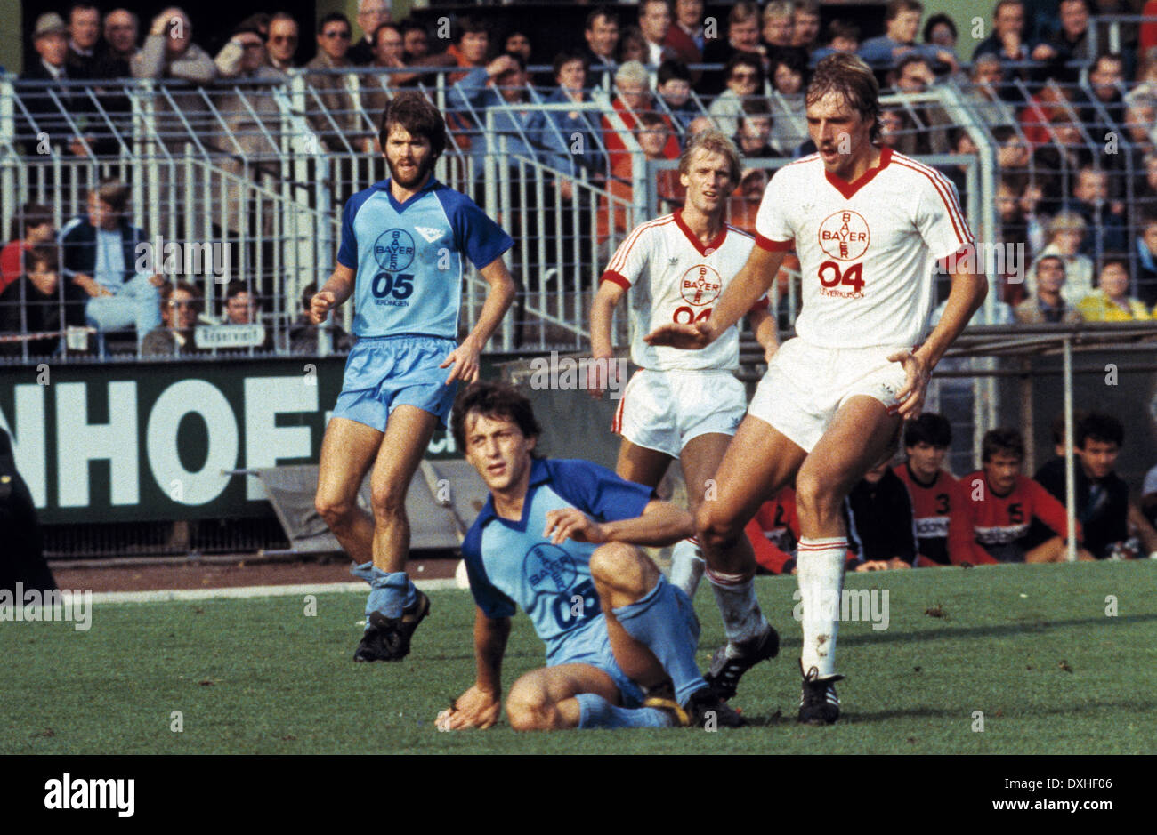 football, Bundesliga, 1983/1984, Grotenburg Stadium, FC Bayer 05 Uerdingen versus Bayer 04 Leverkusen 2:1, scene of the match, f.l.t.r. Friedhelm Funkel (Uerdingen), Franz Raschid (Uerdingen), Frank Saborowski (Leverkusen), Ulrich Bittorf (Leverkusen) - Stock Image