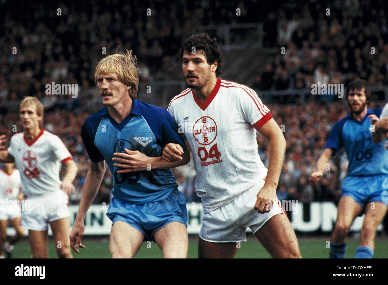 football, Bundesliga, 1983/1984, Grotenburg Stadium, FC Bayer 05 Uerdingen versus Bayer 04 Leverkusen 2:1, scene of the match, Peter Loontiens (Uerdingen) left and Walter Posner (Leverkusen) - Stock Image