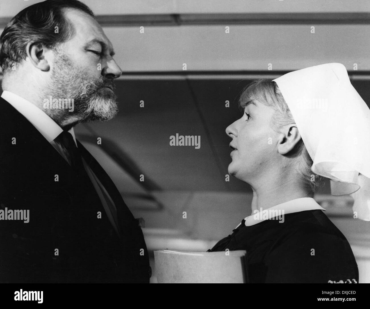 DOCTOR IN CLOVER (BR1966) JAMES ROBERTSON JUSTICE, JOAN SIMS - Stock Image