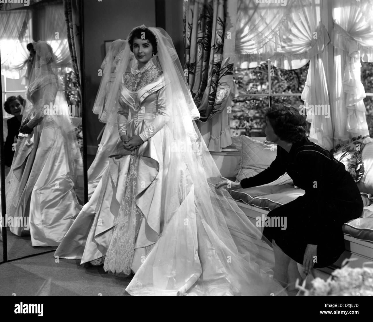 FATHER OF THE BRIDE (US1950) ELIZABETH TAYLOR WEDDING DRESS Stock ...