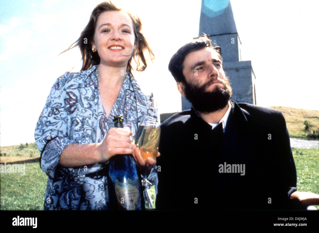 MY LEFT FOOT (IRE/UK 1989) Ruth McCabe and Daniel Day Lewis - Stock Image