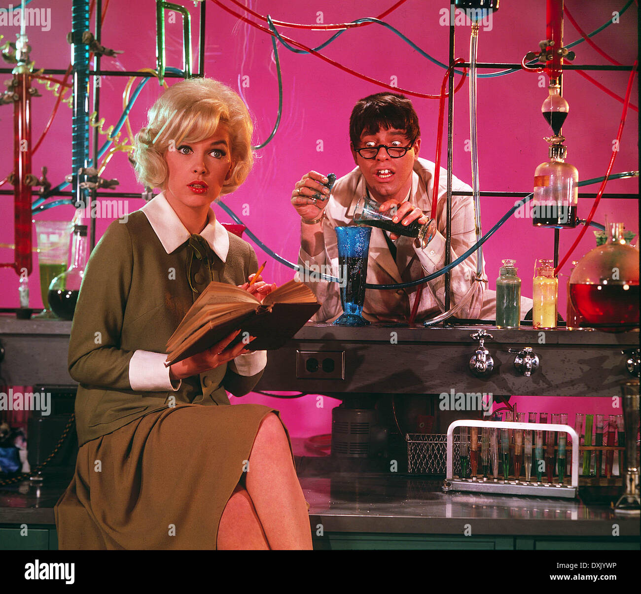 THE NUTTY PROFESSOR (US1963) STELLA STEVENS, JERRY LEWIS MAD - Stock Image