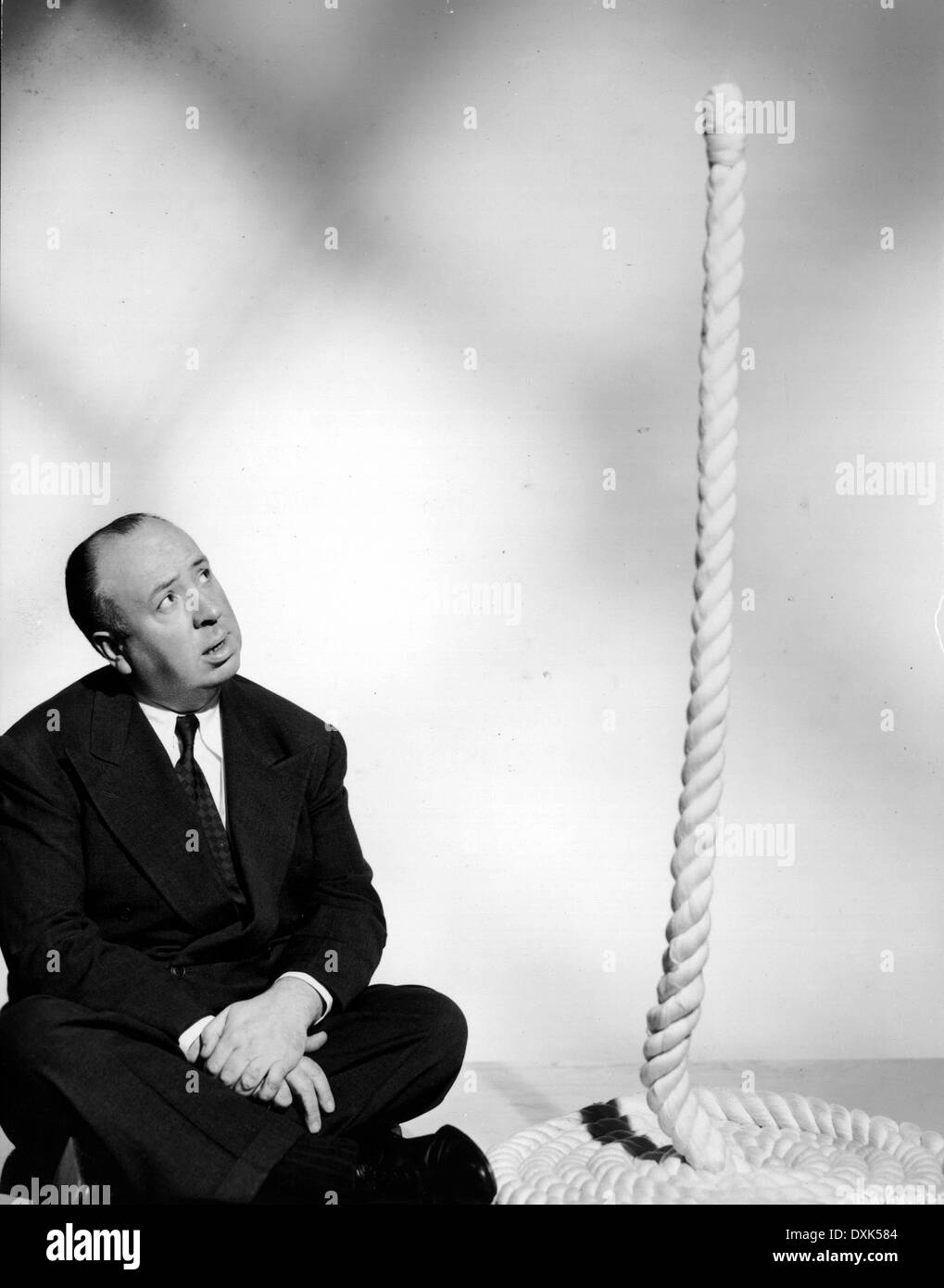 PUBLICITY PHOTO OF DIRECTOR ALFRED HITCHCOCK FOR HIS FILM RO - Stock Image